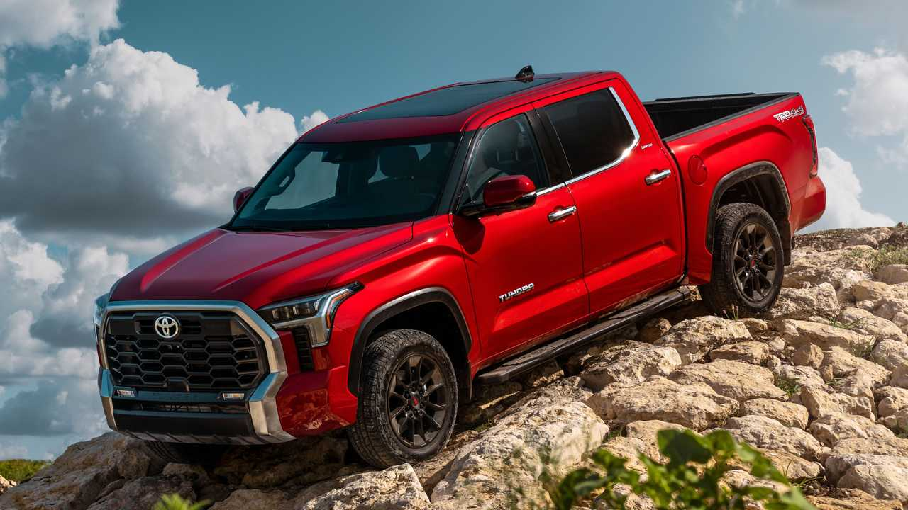 2022 Toyota Tundra Limited TRD Off-Road Exterior Front Quarter